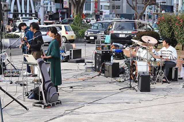 奇跡的に晴れた週末野外ライブ!珍しいアングルから撮ってもらいました!photographer:wataru栄広場、中毒になりそうなくらい楽しかったです(^^)#AnotheWorld#吉岡瑞希
